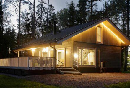Puhkemaja-Soomes-Merikoivula-Villa-õhtul