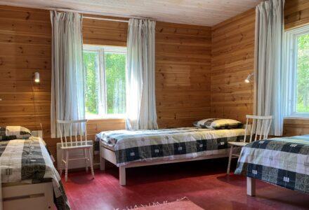 Kaksi makuuhuonetta kuudelle hengelle